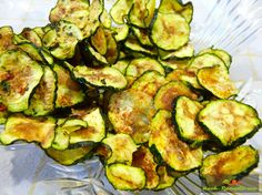 Zucchini-Chips Low Carb Mikrowellen Rezept in 6 Minuten bei 900 Watt backen,vegetarische,aromatische und krosse Zucchini-Chips naschen als Beilage servieren