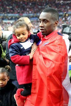 Blaise Matuidi et ses enfants, lors la finale de la Coupe de la Ligue (PSG face à Bastia) au...