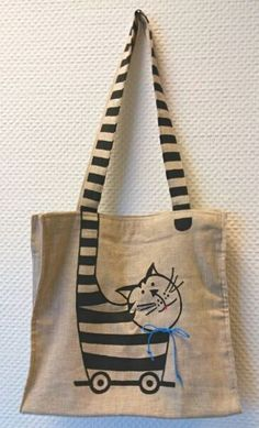 creative jute bag printed with cat Beutel - beutel spruch - beutel bemalen - beutel bedrucken - Sour Painted Bags, Cat Bag, Jute Bags, Linen Bag, Tote Pattern, Patchwork Bags, Fabric Bags, Love Sewing, Cotton Bag