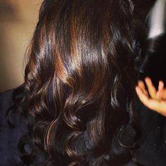 For the ones who have black hair - caramel highlights - Hairs Love Hair, Gorgeous Hair, Beautiful, Eminem, Black Hair Caramel Highlights, Natural Hair Styles, Short Hair Styles, Hair Color And Cut, Hair Colour