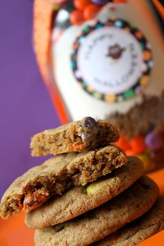 Halloween M&M Cookies in a Jar with Free Printables. Great DIY gift idea! LivingLocurto.com