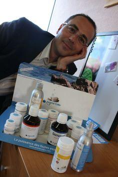 Bruno Obriot présente les produits d'Aroma Celte qui sont distribués en pharmacie, magasin diététique et en ligne. © Aroma Celte