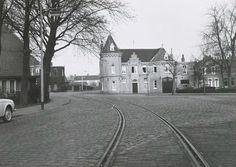 De bocht in de Stationslaan welke veranderd werd. Op de achtergrond het Koetshuis 1960