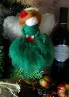 "TUTORIAL -- ""NEEDLE FELTED HOLIDAY ANGEL by JENNIFER DIMONTE -- from ""Rhythm of the Home"", ""CELEBRATION"", Winter, 2010 issue."