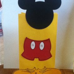 Mickey Mouse birthday party favor bags. From Where the walnut trees grow blog.