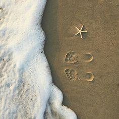 Image about beach in Pics 🌾 by S 💫 on We Heart It Disney Instagram, Instagram Girls, Sephora, Advertising Quotes, Summer Memories, Landscape Illustration, Illustration Art, Art Music, Design Crafts