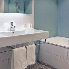 SAS Radisson Blu i Göteborg har renoveret sina rum. I badrummet kan ni se våra fina serier Grynna hexagon på väggar och Preziosa på golvet. ✨En fantastik kombination -  -  -  #radissonblu #cchoganas #kakelglädje #inspiration #tiles#klinker #badrumsinredning #badrumsdrömmar #badinspo #badrumsrenovering #ricchettigroup #preziosa #grynna #topcer #ricchetti