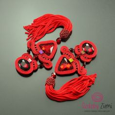 Long red soutache earrings Segitiga with tassel red von OzdobyZiemi