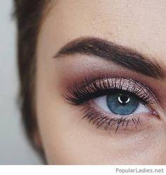 Rose eye make-up for blue eyes