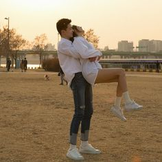 25 Cute Relationship Goals All Couples Should Aspire To, A solid, sound relationship is a wonderful thing. In spite of the fact that the correct relationship ought to never be excessively of a battle, in cas. Cute Relationship Goals, Cute Relationships, Cute Couples Goals, Couple Goals, Cute Couple Pictures, Couple Photos, Korean Couple, Cute Poses, Ulzzang Couple