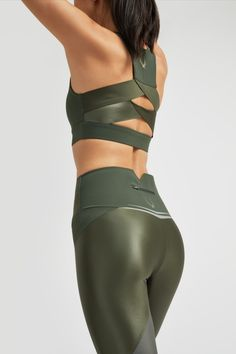 Womens Sports Fashion, Sports Women, Sport Fashion, Womens Workout Outfits, Sporty Outfits, Activewear Sets, Workout Attire, Gym Style, Tops For Leggings