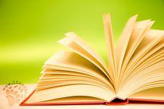 """Secondo Pavese, nel leggere cerchiamo qualcosa di noi stessi che è già dentro di noi,cerchiamo conferme, sicurezze... """"Leggendo non cerchiamo idee nuove, ma pensieri già da noi pensati, che acquistano sulla pagina un suggello di conferma. Ci colpiscono degli altri le parole che risuonano in una zona già nostra – che già viviamo – e facendola vibrare ci permettono di cogliere nuovi spunti dentro di noi."""" Cesare Pavese - Il mestiere di vivere #cesarepavese, #leggere, #ricerca…"""