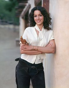 Jennifer Beals looks just as great as she did in Flashdance. Some things get better with age. Teen Models, Role Models, Leisha Hailey, Jennifer Beals, Portraits, Pretty People, Beautiful People, Beautiful Women, Movies