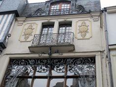 Art Nouveau - Maison Atelier de Ferdinand Marrou ( 1836 - 1917) - Rouen - Construite en 1890 - Bois, Ferronneries et Cuivre - Façade et Toitures aux 'Monuments Historiques' depuis 1975 - Devenue un Salon de Thé 'Dame Cakes'
