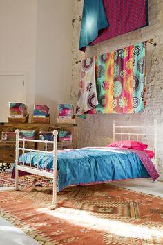 Un dormitorio así de colorido nos sirve para vivir el ambiente de verano durante todo el año. Make Summer Happen! #Malibu www.facebok.com/malibuespana