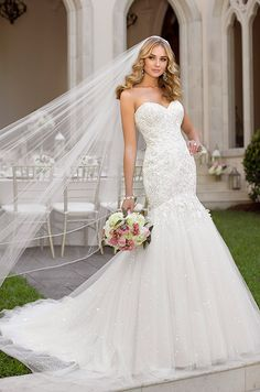 Very stunning wedding dress. Stella York, Spring 2014