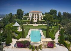 Million dollar real estate on the French Riviera. See Chateau La Croix des Gardes, a Cannes castle where Grace Kelly and Cary Grant filmed To Catch A Thief. Grace Kelly, La Croisette Cannes, Villas, French Villa, Mansion Designs, Castle Pictures, Loire Valley, Mega Mansions, Expensive Houses