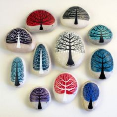 Easy Rock Painting Ideas For Inspiration - Pebble painting Painted rock idea- Trees shaped to the individual stones Making craft rocks with some DIY easy rock painting ideas can be a really fun activity to do with your kids. The main activity will be rock Pebble Painting, Pebble Art, Stone Painting, Diy Painting, Pebble Stone, Painting Trees, Light Painting, Rock Painting Ideas Easy, Rock Painting Designs