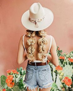 Hats N' Roses (@hatsnroses) • Instagram photos and videos Boho Bridal Hair, Bridal Hair Inspiration, Roses, Hairstyle, Photo And Video, Videos, Hats, Instagram, Fashion