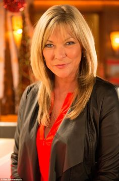 Actress Claire King, has opened up about the reason for undergoing a 'one stitch' facelift, saying there aren't any good roles for older women and that her own career dried up once she hit her Coronation Street Actors, Coronation Street Blog, Emmerdale Actors, Alan Shearer, Girls Tv Series, Just Beauty, Sexy Older Women, British Actresses, Old Actress