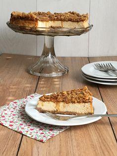 Sajttorta sós-karamellás mandulával | Recept Guru Pie, Food, Caramel, Kuchen, Torte, Cake, Fruit Cakes, Essen, Pies