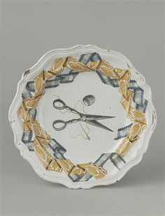 18th C. Italian plate with the attributes of a seamstress, faïence / Sèvres, Cité de la céramique