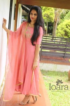 When In Doubt, Layer. Layer your outfit to camouflage any unflattering flab, add definition to amp up your look. Churidar Designs, Kurti Neck Designs, Blouse Designs, Indian Designer Outfits, Designer Dresses, Best Fashion Photographers, Frock Patterns, Kurti Designs Party Wear, Anarkali Dress