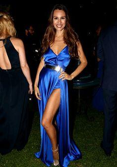 Carolina Ardohain Vestido azul, accesorios plata