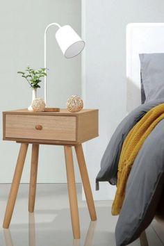 Onze hoogwaardige nachtkastjes zullen, met hun verfijnde retro ontwerp, een goede aanvulling zijn op je slaapkamer of woonkamer. Ze zijn vakkundig gemaakt van massief grenenhout en hoogwaardig MDF, waardoor ze stevig en duurzaam zijn. #slaapkamerinspiratie #slaapkamerideeen #slaapkamerinrichten #slaapkamermeubels #nachtkasje #nachtkastjeslaapkamer #nachtkastjehout #nachtkastjemetlade #houtennachtkastje #ladekastjeslaapkamer #ladekastje #fonQ #fonQnl Nightstand Set Of 2, Black Nightstand, Table Furniture, Bedroom Furniture, Bedroom Decor, Wooden Bedside Table, Bedside Tables, Brown Nightstands, Design Retro