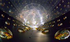 """""""Es ist auf jeden Fall sehr weise, auf Überraschungen gefasst zu sein"""", so Janet Conrad. Denn seit ihrer Entdeckung haben Neutrinos immer wieder Dinge getan, mit denen niemand gerechnet hatte."""