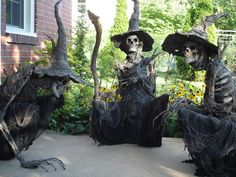 These would be so cool to make for Halloween. Halloween Lawn, Halloween Outside, Halloween Items, Halloween Horror, Halloween 2017, Holidays Halloween, Halloween Crafts, Creepy Halloween, Origami Halloween