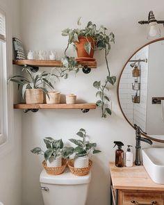 badezimmer accessoires boho aus naturmaterialien Diy Bathroom Decor, Bathroom Interior, Diy Home Decor, Bathroom Organization, Bohemian Bathroom, Plants In Bathroom, Interior Office, Budget Bathroom, Bathroom Shelves