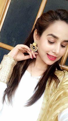 Att Punjabi Actress, Bollywood Actress, Panjabi Suit, Punjabi Models, Girl Number For Friendship, Stylish Dpz, Punjabi Bride, Good Poses, Cute Girl Pic
