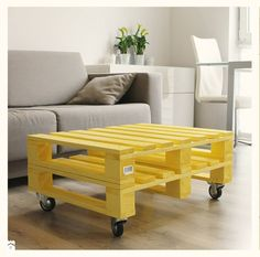 These stylish pallet wood tables really fascinate me a lot. I have got a huge range of the pallet wood upcycled tables at my home. Eco Furniture, Handmade Furniture, Furniture Projects, Pallet Projects, Outdoor Furniture Sets, Wood Pallet Tables, Wooden Pallet Furniture, Wood Pallets, Pallet Wood