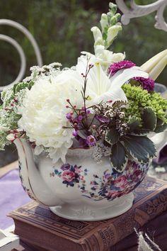 www.virtuousevents.com | Lady and the Lens Photography | Tablescape | Vintage | Tea Pot | Wedding Essentials Magazine