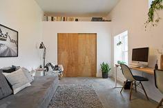 Деревянные двери межкомнатные (66 фото) - правила грамотного выбора http://happymodern.ru/derevyannye-dveri-mezhkomnatnye-64-foto-pravila-gramotnogo-vybora/ Деревянная дверь в современном стиле