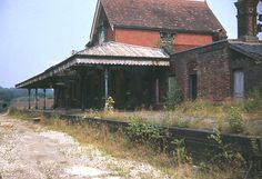 Last image of the Railway Station at Midhurst, Sad to see it go. Old Train Station, Train Stations, Disused Stations, Southern Railways, Abandoned Train, Railway Posters, Diesel Locomotive, Nottingham, Acrylic Paintings