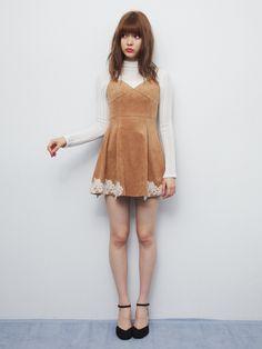 【八木 アリサ】クールなイメージの70'sスタイルも、ミニワンピなら可愛く取り入れられそう。