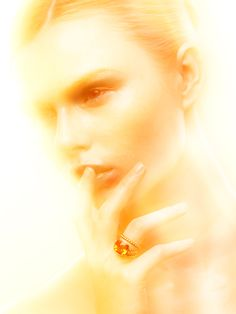 AMBER RING How to create picture with a cloud of light around the model with mixed lighting technology A tutorial by photographer Oleg Ti, New York