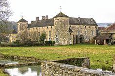 Château médiéval d'Ozenay. Bourgogne