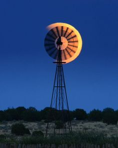Super Blood Moon in Texas with windmill right in the way. Farm Windmill, Windmill Diy, Moonlight Photography, Old Windmills, Shoot The Moon, Thing 1, We Are The World, Water Tower, Old Barns