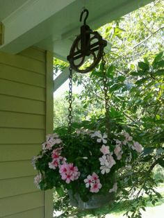 Thrilling About Container Gardening Ideas. Amazing All About Container Gardening Ideas. Garden Yard Ideas, Lawn And Garden, Garden Projects, Party Garden, Garden Wedding, Hanging Planters, Garden Planters, Hanging Baskets, Hanging Flowers