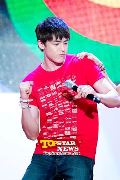 2PM's Nick Khun, shaking it like the prince of Thailand…2012 London Olympic athlete's ceremony [KPOP]