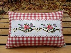begüldan - Google Arama Hand Embroidery Patterns, Cross Stitch Embroidery, Quilt Patterns, Sitting Pillows, Fabric Coasters, Shabby Chic Pink, Chic Bathrooms, Diy Wreath, Fabric Painting