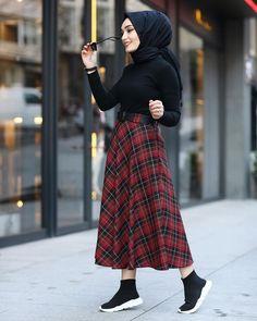 Skirt Outfits Hijab Abayas 50 Ideas For 2019 Tesettür Şalvar Modelleri 2020 Modern Hijab Fashion, Street Hijab Fashion, Hijab Fashion Inspiration, Muslim Fashion, Skirt Fashion, Fashion Outfits, 70s Fashion, Modest Outfits, Simple Outfits