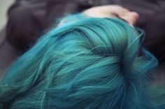 i want to dye my hair a fabulous unnatural color before i die. i want to dye my hair a fabulous unna Chloe Price, Scene Hair, Hair Inspo, Hair Inspiration, Daughter Of Smoke And Bone, Ramona Flowers, Teal Hair, Turquoise Hair, Trend Fashion