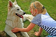 """Tiere haben einen nicht zu unterschätzenden Einfluss auf unser Gemüt, weshalb sie in der Medizin, im Rahmen der tiergestützten Therapie, immer häufiger eingesetzt werden.  Lest unseren Artikel über die """"Tiergestützte Therapie bei Kindern"""" unter http://blog.schnuff-und-co.de/index.php/tierische-helfer-tiergestuetzte-therapie-bei-kindern/"""