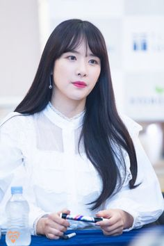 WJSN — seola goes from regal to squish in 2.4 seconds