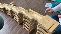 Circuit billes kapla ralenti Family Activities, Toddler Activities, Diy For Kids, Crafts For Kids, Popsicle Stick Art, Wood Architecture, Baby Games, Science For Kids, Land Art