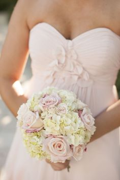 bridesmaid with white hydrangeas and #blushpink roses